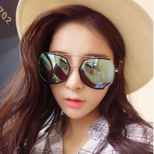 『 韓國網紅款不規則亮面漆光金邊墨鏡 』,此為極光藍