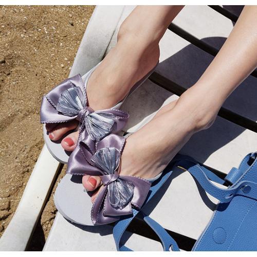 『 夏日氣質女神款蝴蝶結絲帶涼鞋 』,此為銀紫雙色紗灰底蝴蝶結款