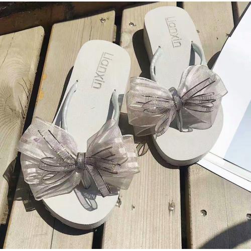 『 夏日氣質女神款蝴蝶結絲帶涼鞋 』,此為雙層灰色紗灰底蝴蝶結款